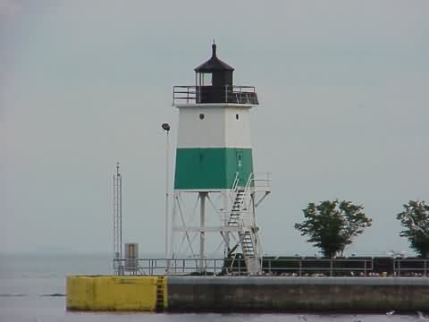 Cyberlights Lighthouses - Chicago Harbor Southeast Guidewall Lighthouse
