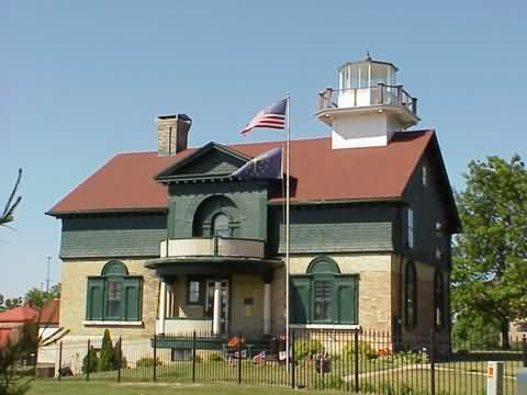 Cyberlights Lighthouses - Old Michigan Lighthouse