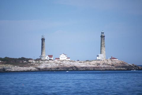 Cyberlights Lighthouses - Thacher Island Twin Lighthouses