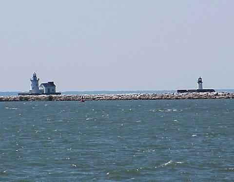 Cyberlights Lighthouses - Cleveland West Breakwater/East Pierhead Lights