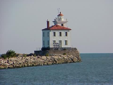 Cyberlights Lighthouses - Fairport Harbor Breakwater Lighthouse